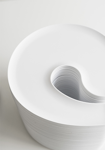 White plates that are easy to stack
