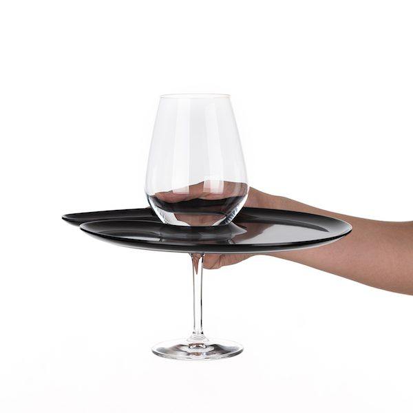 1handPlate big glossy black plate with a hole for the wine glass just held with one hand